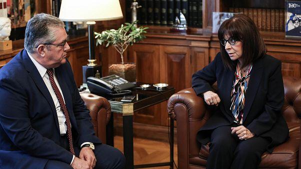 Η Πρόεδρος της Ελληνικής Δημοκρατίας Κατερίνα Σακελλαροπούλου συνομιλεί με τον ΓΓ της ΚΕ του ΚΚΕ Δημήτρη Κουτσούμπα