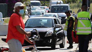 Contrôle de la gendarmerie française à la frontière franco-italienne à Menton, le 3 juin 2020.