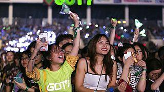 Fans bei einem K-Pop-Konzert in Hanoi, Vietnam, 26. November 2019.