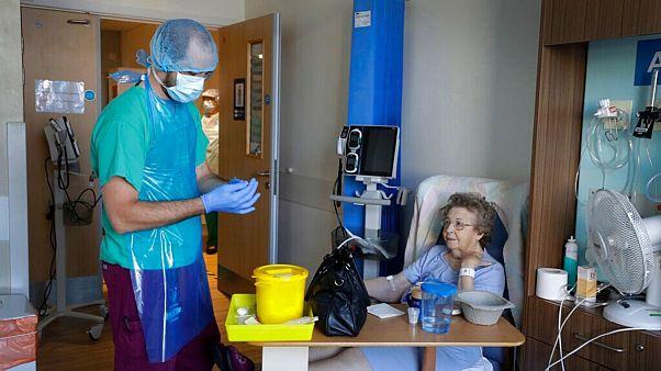 یکی از بیماران بریتانیایی مبتلا به «کووید ۱۹» در بیمارستان