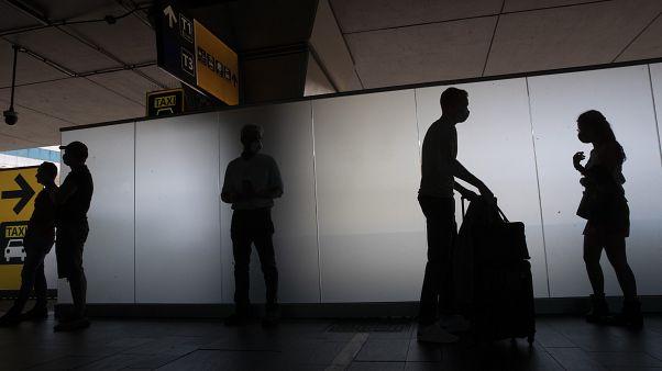 Reisende am Flughafen Rom-Fiumicino
