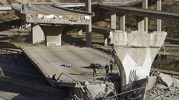 Los Angeles'ta 1994'te yaşanan 6,7 şiddetindeki depremin verdiği zarar (Arşiv)