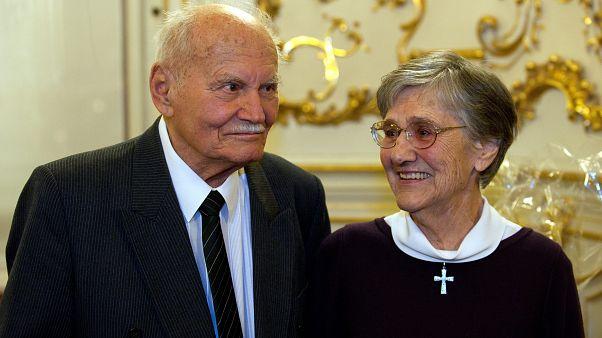 Göncz Árpád volt köztársasági elnök és felesége, Zsuzsa asszony a Fővárosi Szabó Ervin Könyvtárban, 2012 februárjában