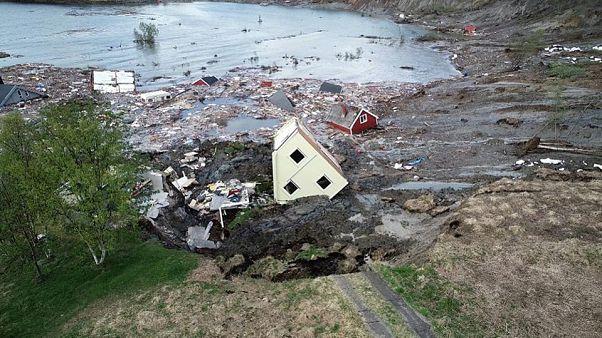 Nyolc házat nyelt el egy földcsuszamlás Norvégiában