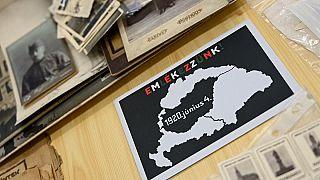 صورة في متحف تريانون في زيجيد بالمجر تظهر خريطة لحدود المجر قبل الحرب العالمية الأولى وبعدها.