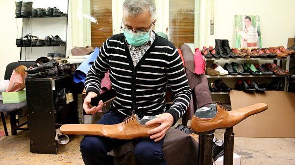 ... mit einer laaaangen Spitze: Können diese Schuhe vor dem Coronavirus schützen?
