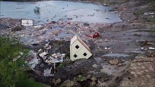 زمینِ ساحل نروژ خانهها را به دریا برد