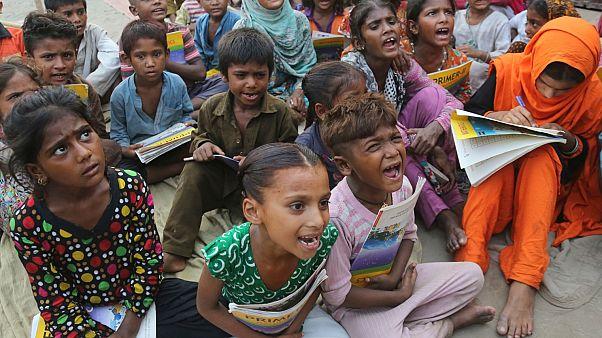 Photo d'archives : des enfants des bidonvilles de Lahore - Pakistan -, le 10 juillet 2019
