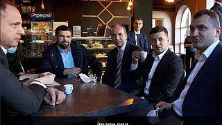 ولودیمیر زلنسکی در کافه همراه با سر دفتر و معاونش، ۳ ژوئن ۲۰۲۰