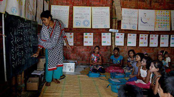 Bangladeş'te Rohingyalı çocuklar eğitim alıyor