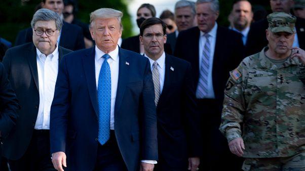 ترامب مع وزير دفاعه وقادة عسكريين