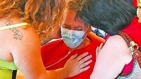 Alphonso Porches-Silva sobreviveu à Covid-19 e é confortado pela filha e pela mulher