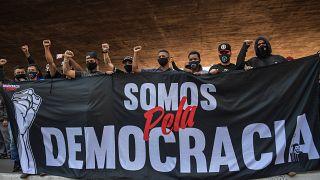 متظاهرون يعارضون سياسات بولسونارو