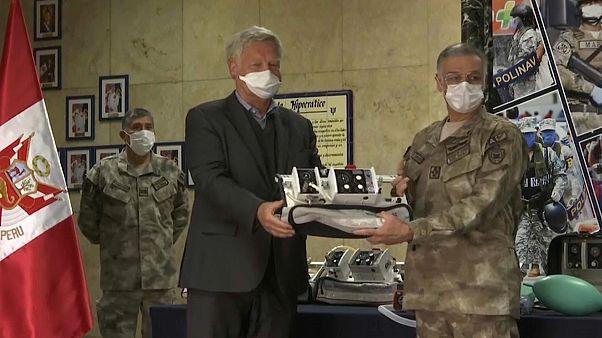 Deutschlands Botschafter übergibt Beatmungsgeräte