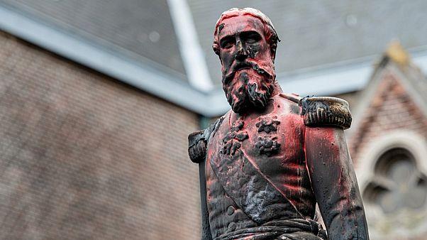 تمثال للملك ليوبولد بعد تعرضه للتخريب