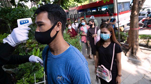 Images du déconfinement en Inde, à Singapour et en Thaïlande