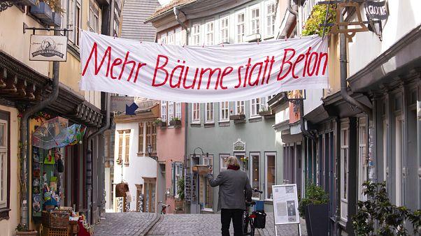 Proteste für das Klima gibt es immer häufiger: Ein Banner in Erfurt, 24. April 2020.