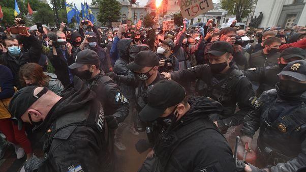 مظاهرات في أوكرانيا للمطالبة بإقالة وزير الداخلية