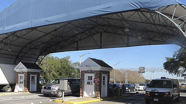 مدخل قاعدة بنساكولا العسكرية في فلوريدا
