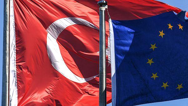 AB ve Türkiye bayrakları