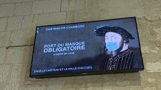 Франциск I — и тот в маске