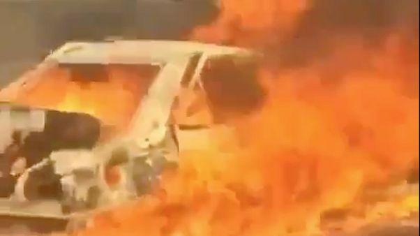 İran'ın Yezd kentinde, İran güvenlik güçlerinin açtığı ateş sonucu alev alan araçtaki 3 Afgan yanarak can verdi