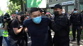 Ellenzéki tüntetőket vitt el a rendőrség Kazahsztánban
