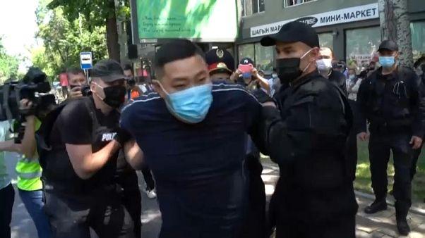Decenas de opositores kazajos detenidos