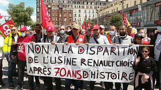 Les salariés de Renault manifestent contre la fermeture d'une des usines