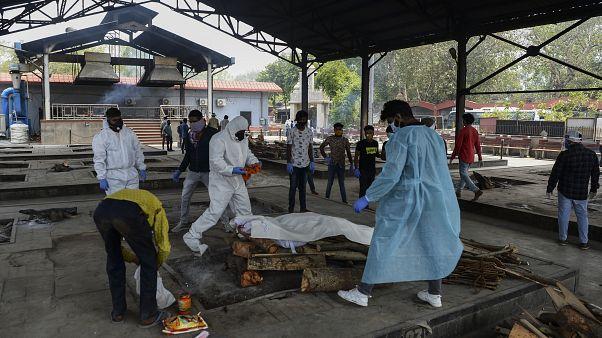 حرق جثث ضحايا فيروس كورونا