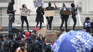 Демонстрация на Парламентской площади в Лондоне.