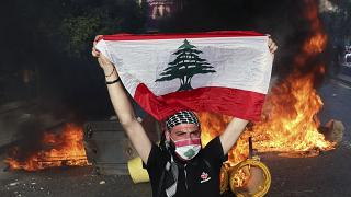 Lebanon: Clashes and tear gas in Beirut as anti-government protests turn to riots