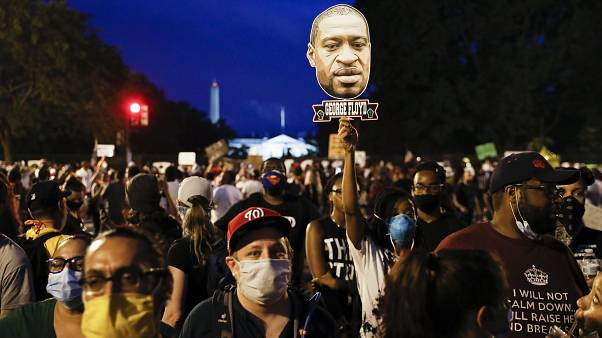 Жители США вышли на мирные акции протеста против расизма
