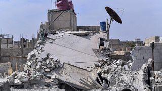صورة أرشيفية لما تقول وكالة الأنباء السورية إنه أنقاض منزل تعرض لهجوم جوي إسرائيلي في قرية الحجيرة بريف دمشق  الاثنين 27 أبريل 2020