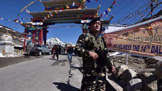 جندي هندي على الحدود الهندية الصينية