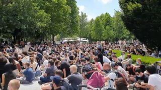 A budapesti Black Lives Matter tüntetés résztvevői a Szabadság téren 2020. június 7-én