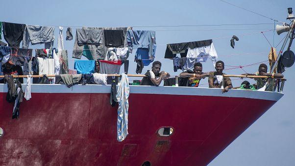 سفينة تقل مهاجرين قبالة سواحل مالطا