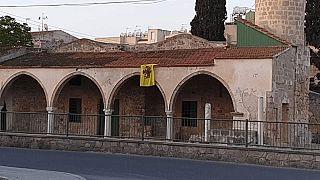 Kıbrıs'ta camiye Bizans bayrağı asıldı
