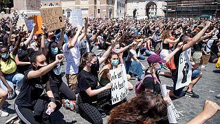 """L'Europa grida """"I can't breath"""" contro il razzismo"""
