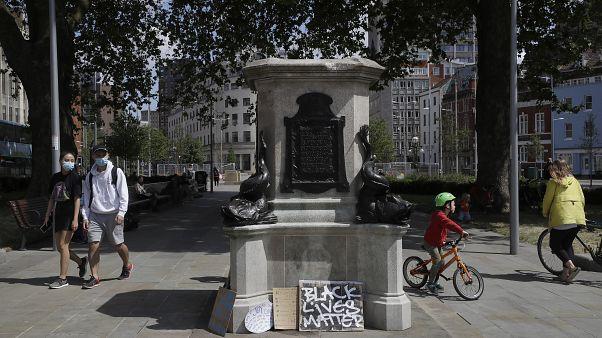 Köle taciri Edward Colston'un heykeli nehre atıldı