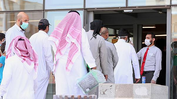 السعودية نيوز |      السعودية: الإصابات بفيروس كورونا المستجد تتخطى حاجز الـ100 ألف