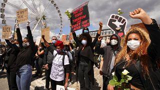 Brüksel'de binlerce kişi ırkçılık ve polis şiddetini protesto etti