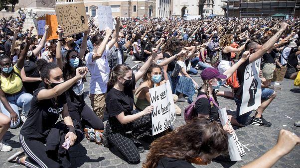 Les manifestants romains, contre le racisme.