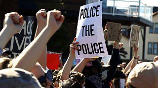 ABD'de siyahi George Floyd'un polis tarafından öldürülmesi sonrası protestolar şiddetlenerek devam ediyor.