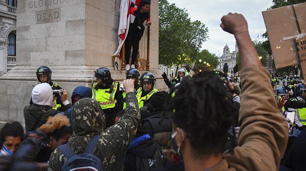 Manifestaciones en Londres ante la embajada de EEUU