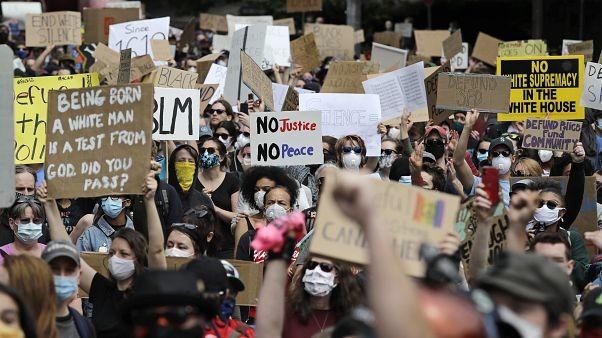 من المظاهرات في سياتل الأميركية
