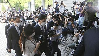 Samsung Electronics Vice Chairman Lee Jae-yong, left center, arrives at the Seoul Central District Court