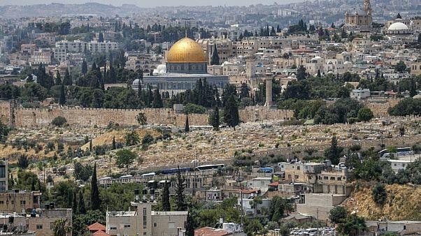 منظر عام لحي وادي الجوز اسفل الصورة في القدس الشرقية المحتلة وفي خلفية الصورة مسجد قبة الصخرة - 2020/06/03