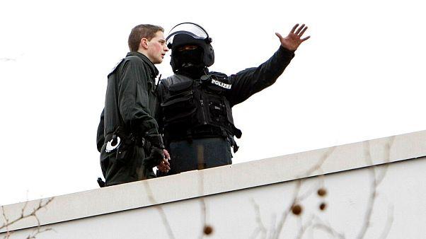 پلیس آلمان در جریان یک عملیات ضد تروریستی