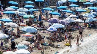 Πλήθος κόσμου στις παραλίες της Κύπρου το τριήμερο - Παραλία Πρωταράς